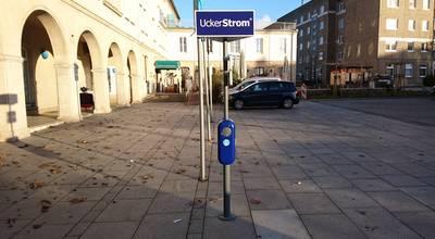 Mehr zu Stromtankstelle Parkplatz VR-Bank Uckermark Prenzlau